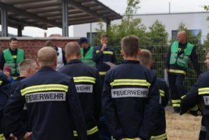 Antreten zum Feuerwehrwettkampf in Cossebaude