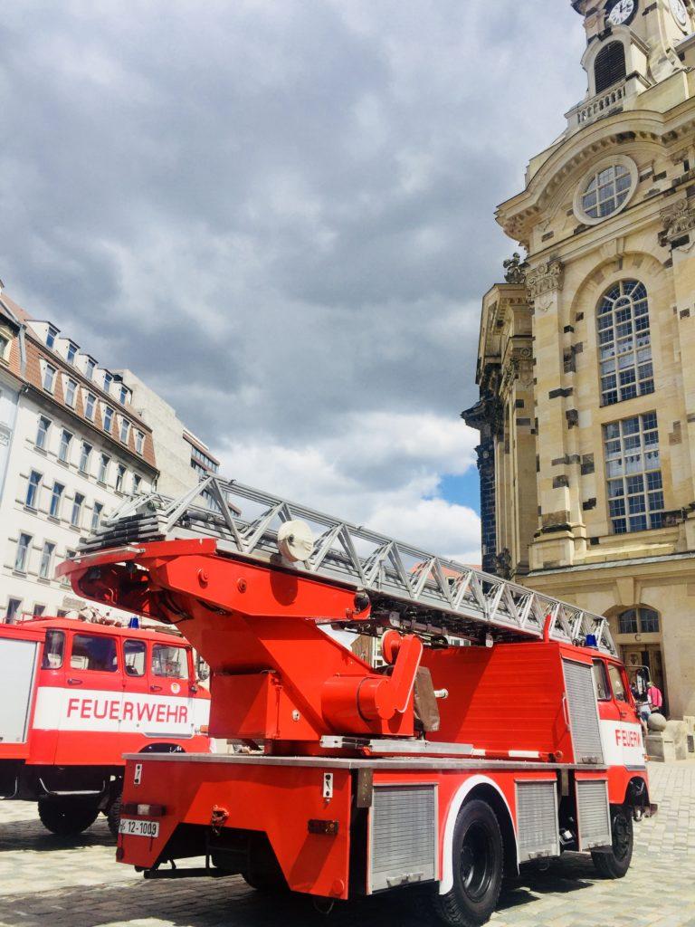Blaulichtmeile auf dem Neumarkt Dresden